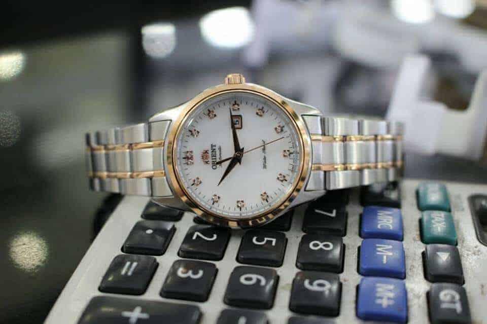 phân biệt đồng hồ Orient FNR1Q001W0 chính hãng và fake