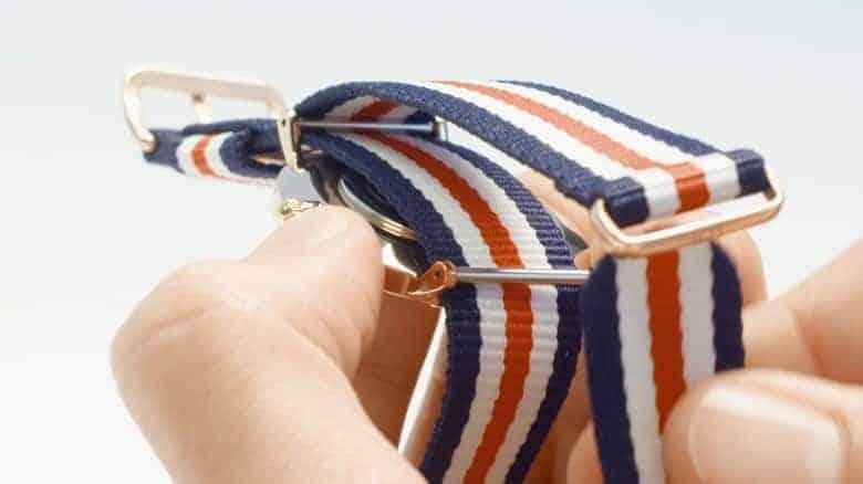 Hướng dẫn cách đeo đồng hồ DW dây vải NATO