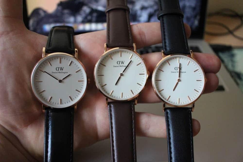 cách phân biệt đồng hồ DW replica và đồng hồ DW chính hãng