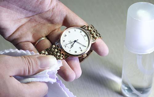 """Kết quả hình ảnh cho Vệ sinh đồng hồ đeo tay"""""""