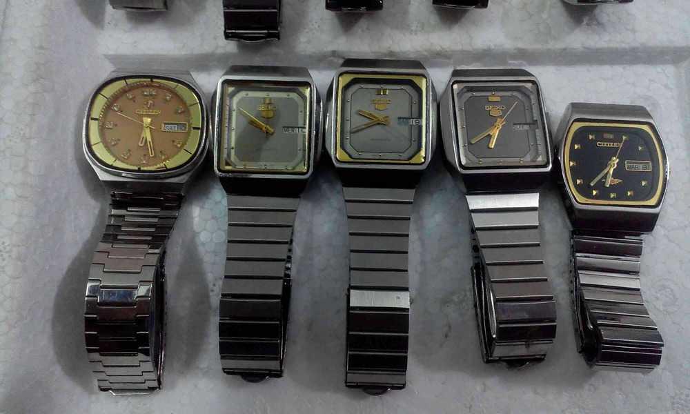 đồng hồ Seiko 5 cổ chém cạnh
