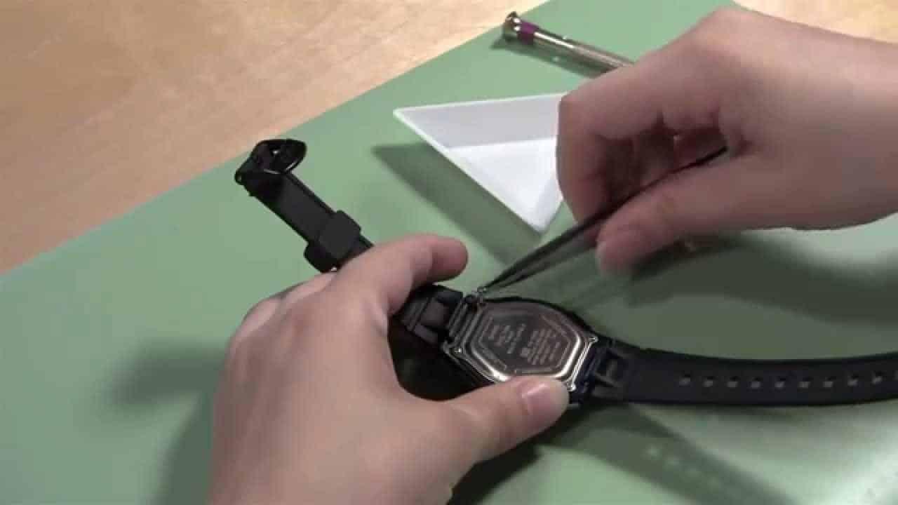 mở đồng hồ đeo tay