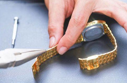 cách tháo mắt dây đồng hồ kim loại