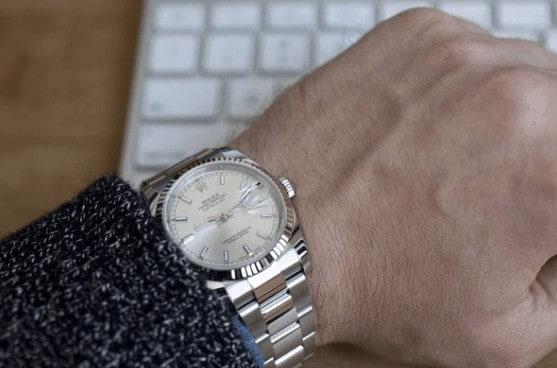 con trai đeo đồng hồ tay nào là đẹp