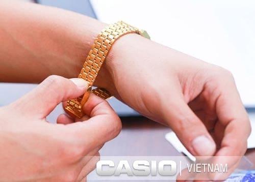 cách chỉnh dây đồng hồ Casio